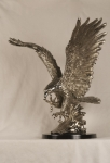 "26"" Landing Eagle Statue with Pewter Finish"